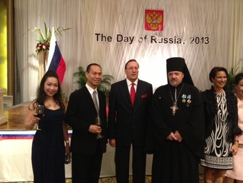 Archimandrite Oleg (Cherepanin), Representative of Russian Orthodox Church in Thailand; Ambassador of the Russian Federation to Thailand A.G. Maryasov; and general-mayor Katcha Thartsart, Head of the Police Office of Chonburi province at the National Day of Russia celebration