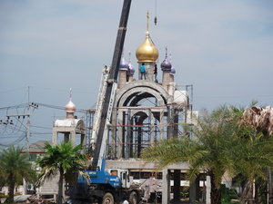 Installment of the domes for the new Holy Protection Church in Pattaya