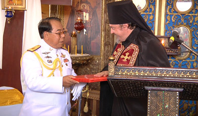 The Representative of the Russian Orthodox Church in Thailand archimandrite Oleg (Cherepanin) presents Lieutenant General Akachai Chintosa a gift from His Holiness Patriarch Kirill of Moscow and All Russia